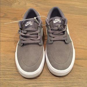 NWOB Nike SB Low Cut Grey Big Shoes Kids Sz 3.5